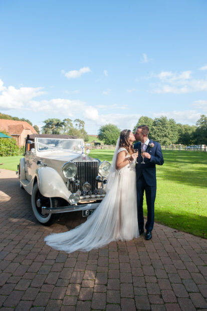 Hertfordshire Wedding photographer, Tewin Bury Farm